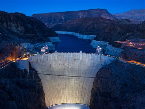Lake Mead sinks to record low, risking water shortage