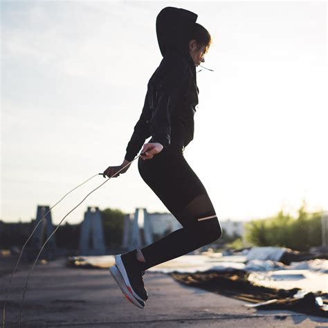 We Asked an Expert If Jumping Rope Burns Belly Fat - Here