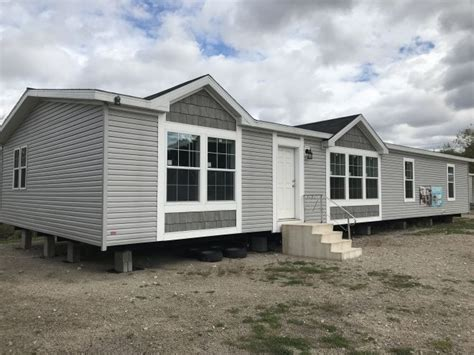 H6 – Redman Summit – Remy's Mobile Homes Inc