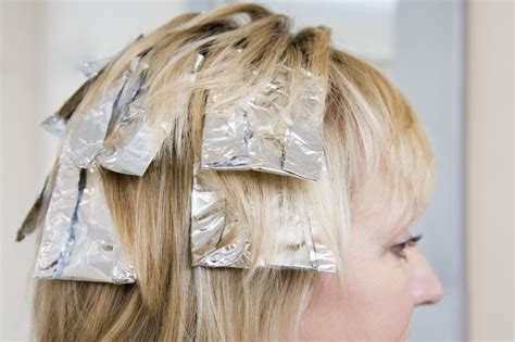 How to Highlight Your Own Long Hair With Foil | LEAFtv
